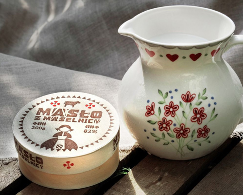 Masło z Podlasia w drewnianej foremce