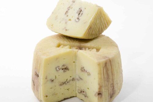 Ser owczy Pecorino z orzechami włoskimi